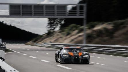Bugatti da record, la Chiron supera i 490 km/h: è l'auto più veloce del mondo