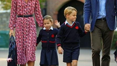 La principessa Charlotte in divisa scolastica