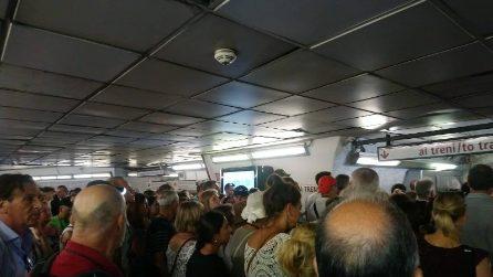 Roma, scala mobile rotta alla stazione Spagna: caos e code