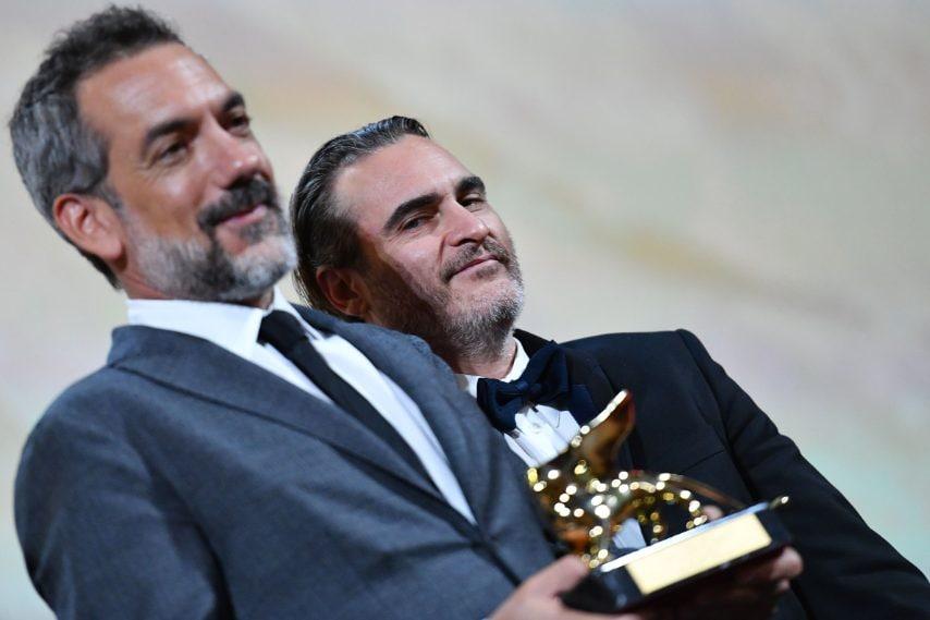 Il regista Todd Phillips e l'attore Joaquin Phoenix ritirano il Leone d'Oro per Joker