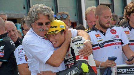 Moto3, la prima vittoria di Suzuki nel nome del Sic