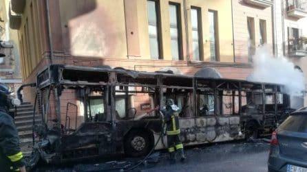Autobus in fiamme nel centro di Potenza