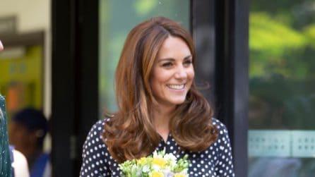 Kate Middleton a pois e con i pantaloni cropped