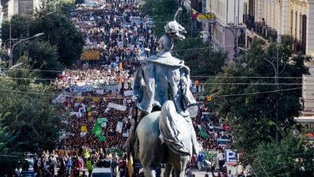 Friday For Future, anche a Napoli, studenti in corteo per l'ambiente e contro Terra dei fuochi