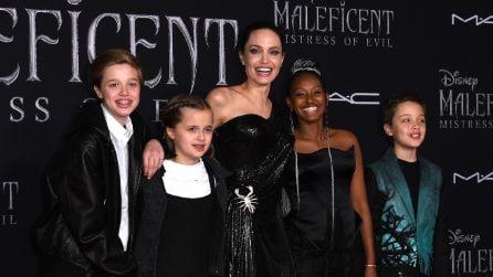 Angelina Jolie con i figli sul red carpet della prima di Maleficent