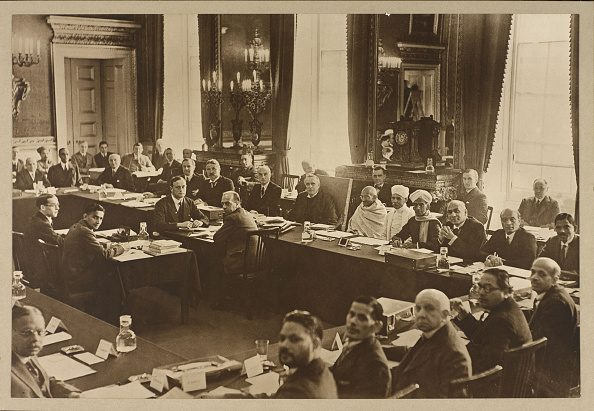 Gandhi partecipò alla tavola rotonda in qualità di rappresentante del Partito del Congresso Indiano.
