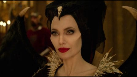 """Angelina Jolie diventa una fata cattiva in """"Maleficent - Signora del male"""""""