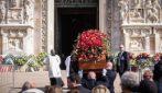 Milano, folla in Duomo per i funerali di Giorgio Squinzi: presenti volti noti di politica e sport