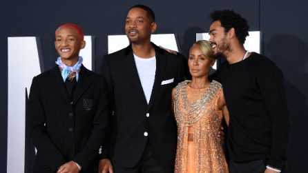 Jaden Smith con i capelli fucsia e i diamanti sui denti