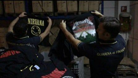 Scoperta la centrale del falso a Lodi: maglie e gadget di gruppi rock venduti fuori dai concerti