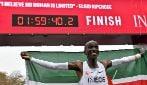Eliud Kipchoge nella storia, corre la maratona sotto le due ore