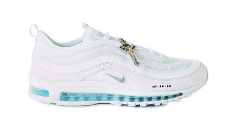 Jesus Shoes, le sneakers con l'acqua santa nella suola