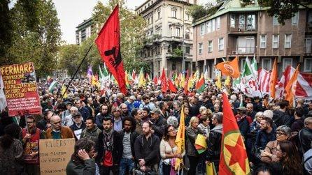 Milano in piazza con il popolo curdo: a migliaia al presidio davanti al consolato turco