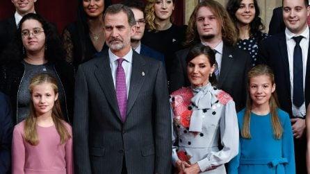 Letizia di Spagna in coordinato con le principesse Leonor e Sofia
