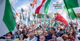 """Roma, a piazza San Giovanni la manifestazione della destra: """"Qui l'Italia vera"""""""