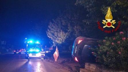 Incidente stradale ad Avellino: scontro tra due auto, una si ribalta