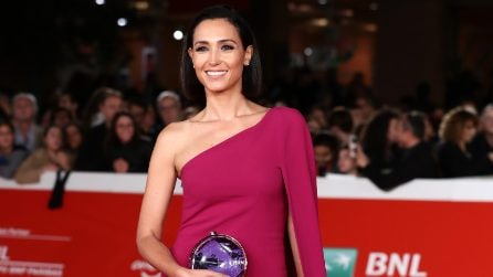 Caterina Balivo in fucsia sul red carpet del Roma Film Fest