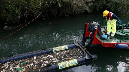 Roma, una barriera antiplastica nel Tevere per salvare il mare dai rifiuti