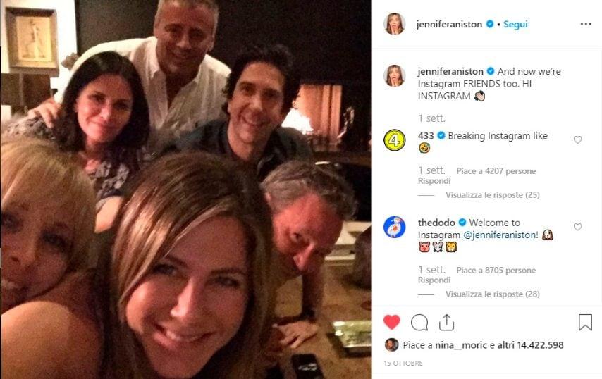 Il primo post è la straordinaria reunion con il cast di Friends: un partenza col botto