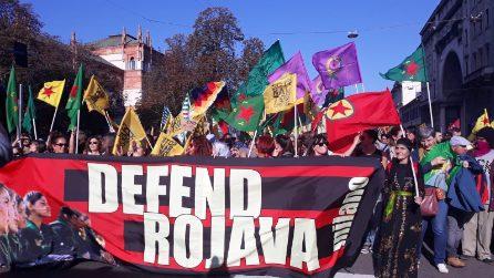 """Milano, corteo a sostegno dei curdi: """"Governi blocchino invasione turca"""""""