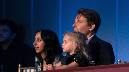 Il bomber smanicato di Lea De Seine, la figlia di Bradley Cooper e Irina Shayk