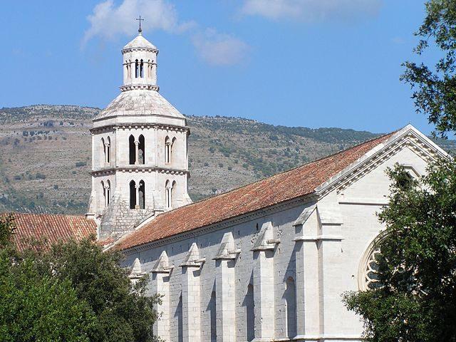 https://commons.wikimedia.org/wiki/File:Abbaye_Fossanova024.jpg