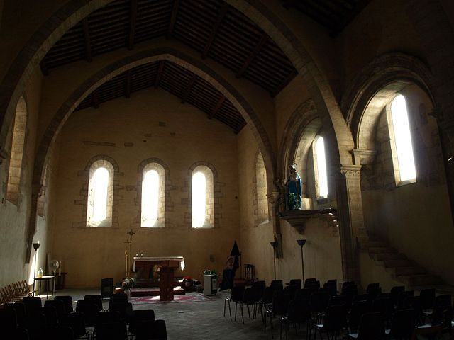 https://commons.wikimedia.org/wiki/File:Abbazia_di_Fossanova-Refettorio_-_panoramio.jpg