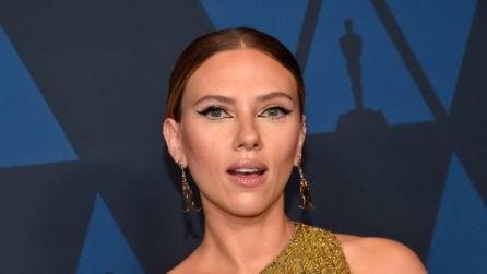Scarlett Johansson passa ai capelli castani
