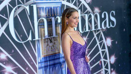 """Emilia Clarke in paillettes viola per la prima di """"Last Christmas"""""""
