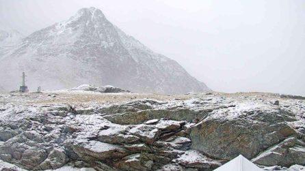 Nevica sul passo Gavia: è già inverno sulle montagne della Lombardia
