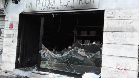 Nuovo incendio a La Pecora Elettrica, le immagini della caffetteria distrutta nella notte