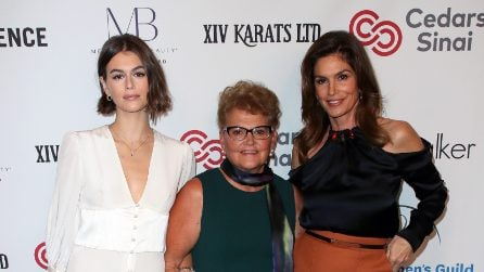 Cindy Crawford e Kaia Gerber sul red carpet con nonna Jennifer
