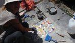 Messina, realizza mosaici per tappare le buche della città: la donna dal cuore grande