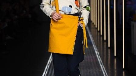 Trend inverno 2019: la gonna si porta con i pantaloni