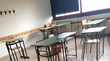 """Gli studenti del Vittorini di Napoli: """"Cadono intonaci e piove in aula, siamo esasperati"""""""