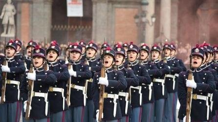 Napoli, il giuramento degli allievi della Nunziatella in piazza del Plebiscito