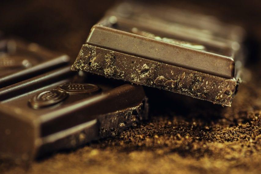 """""""La cioccolata, con una percentuale di cacao superiore al 70%, è un vero toccasana. - spiega il dottor Nemi - Favorisce la produzione di serotonina e ci mette di buonumore"""""""