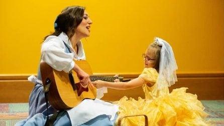 Si traveste da principessa per il ciclo di chemio: affronta tutto con il sorriso