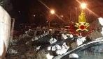 Pontassieve, crolla un muro di 40 metri: travolte dalle pietre otto auto