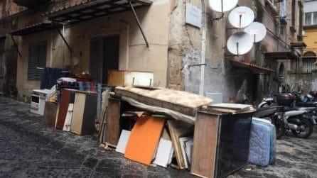 Emergenza rifiuti a Napoli: situazione vergognosa in zona Salvator Rosa