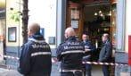 Napoli, giovane ferisce a colpi di coltello tabaccaio e vigile urbano durante una rapina