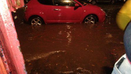 Temporale a Roma, strade allagate e metro chiuse: le immagini della bomba d'acqua sulla capitale