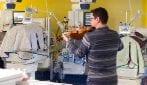 L'anonimo violinista che ha suonato la ninna nanna ai neonati dell'Ospedale di Cuneo