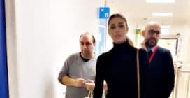 Belén e Cecilia consegnano doni ai bambini ricoverati in oncoematologia