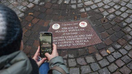 """Piazza Fontana, diciassette formelle con i nomi delle vittime: """"Ordigno collocato da Ordine Nuovo"""""""