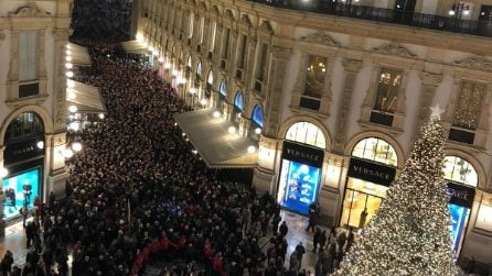"Milano, centinaia di sindaci in marcia con Liliana Segre in Galleria: ""No all'odio"""