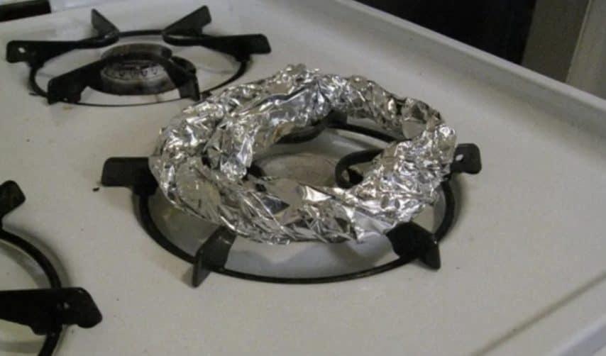 Coprite i bruciatori del piano cottura per domare la fiamma e impedire che il cibo si bruci.