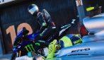 Valentino Rossi e Lewis Hamilton, tutte le foto dello storico scambio