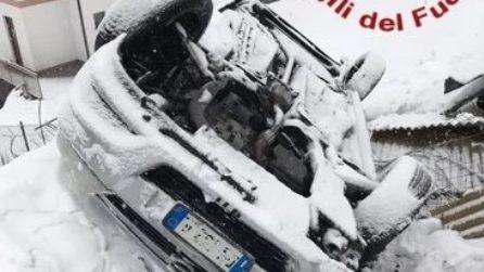 Auto ribaltata per la neve: vigili del fuoco in soccorso tra Dongo e Garzeno