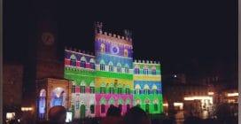 Natale a Siena, luci e colori illuminano Palazzo Pubblico